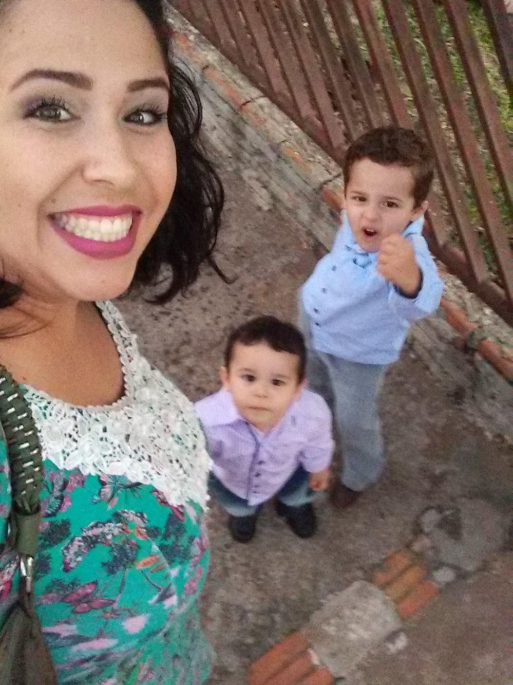 Larissa com os filhos José Bento e Francisco