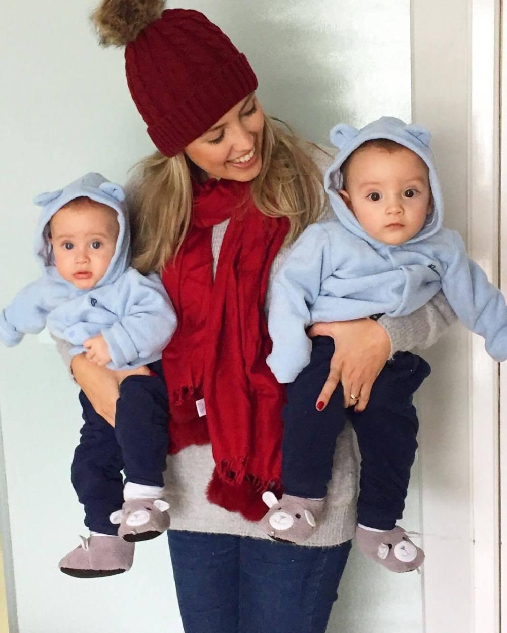 Mariana com os gêmeos Lucca e Otávio